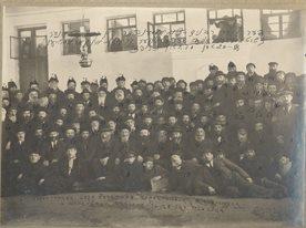 общее фото съезд раввинов в Коростене