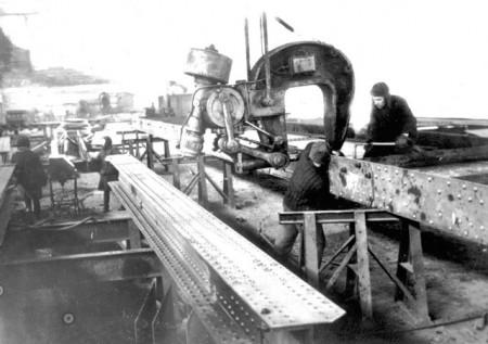 сборка мостового пролета на кременчугском мостостроительном заводе