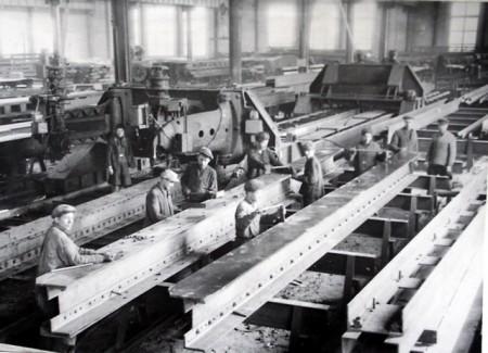 на главном конвеере кременчугского мостового завода
