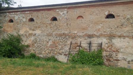 Часть южной стены комплекса зданий Кременчугского интендантского склада